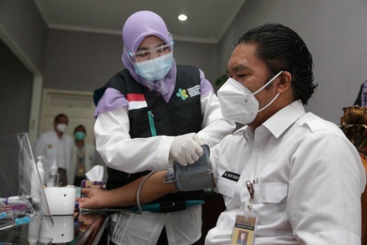 Pejabat dan bupati/wali kota  di Banten  awali vaksinasi COVID-19