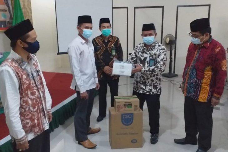Kementerian Agama berikan bantuan Alkes dan APD bagi pesantren