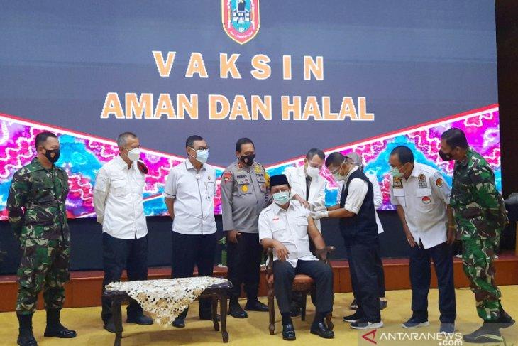 Gubernur awali penyuntikan vaksinasi COVID di Kalsel