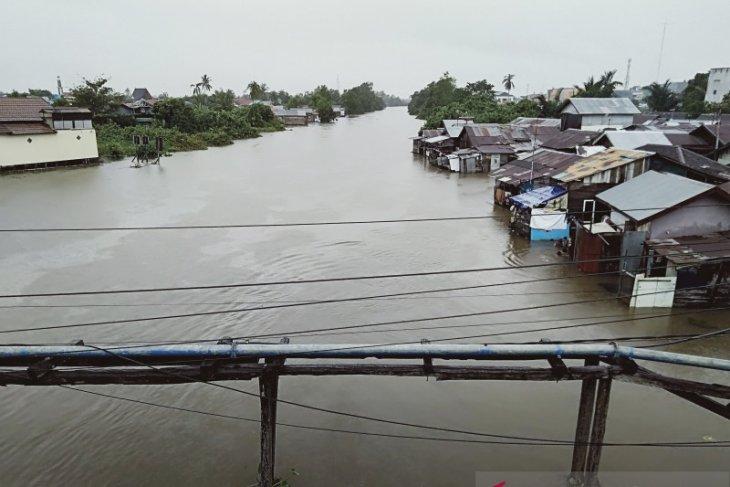 Pemkot minta warga waspada air sungai meluap dan banjir