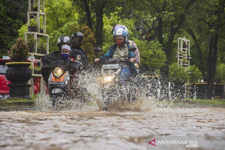 Ruas Jalan di Kota Banjarmasin Terendam Banjir