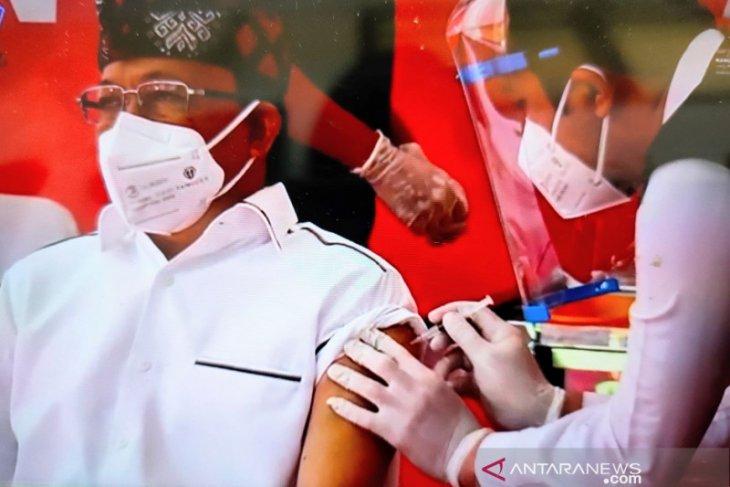 Gubernur Bali jadi orang pertama disuntik vaksin COVID-19 (video)