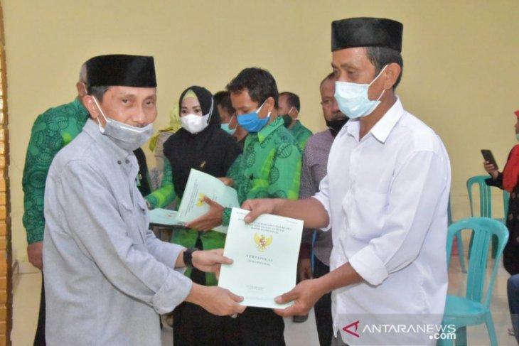 Pemkab Gorontalo serahkan sertifikat lahan ke warga transmigran