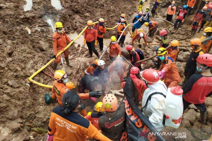SAR Bandung catat temuan 24 korban meninggal akibat  longsor Sumedang