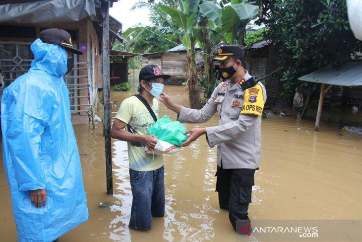 Polres Balangan salurkan bantuan kepada warga terdampak banjir