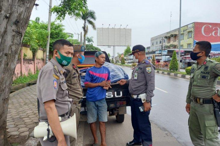 Pedagang buah bermobil pick up diusir, PKL nakal disadarkan