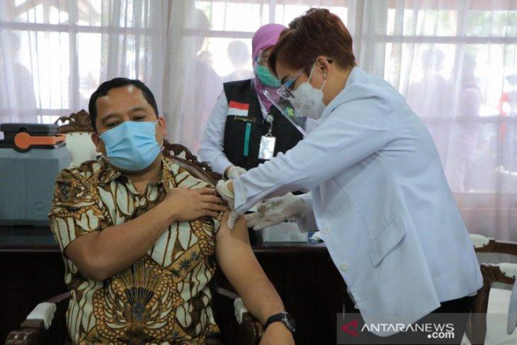 Wali Kota Tangerang Arief R. Wismansyah ikut vaksinasi COVID-19 meski sempat tertunda