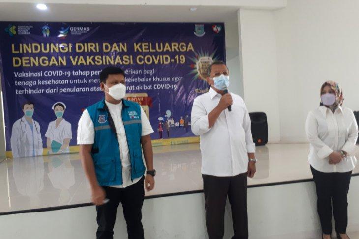 Tenaga medis di Tangerang Selatan ikuti vaksinasi COVID-19