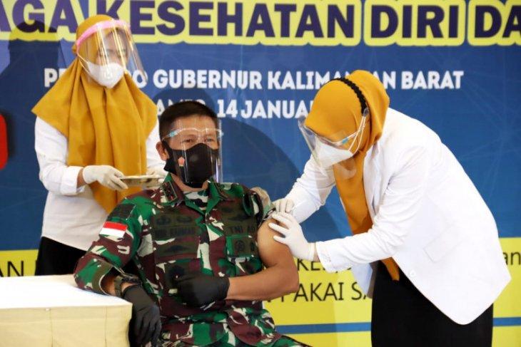 Pangdam XII/Tpr menjadi orang pertama terima vaksin COVID-19 di Kalbar