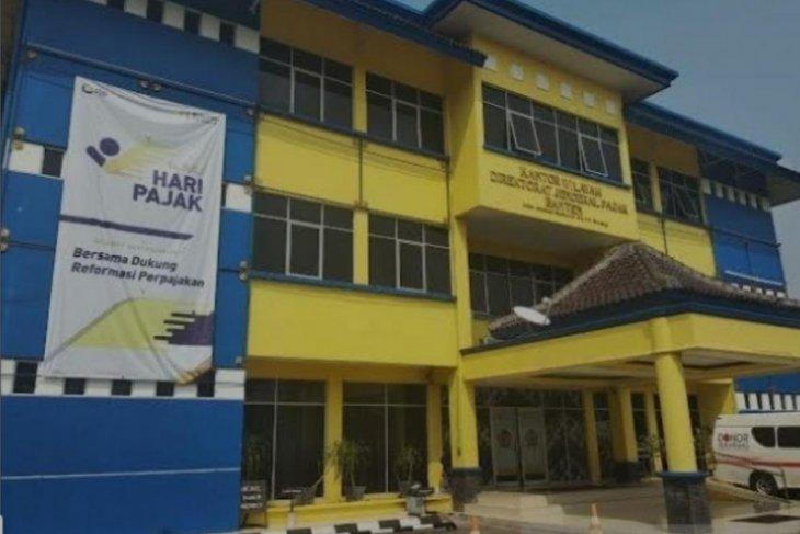 Tersangka tindak pidana perpajakan diserahkan ke Kejaksaan Banten