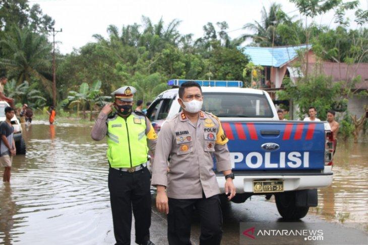 Kapolres Bengkayang tinjau banjir di Seluas