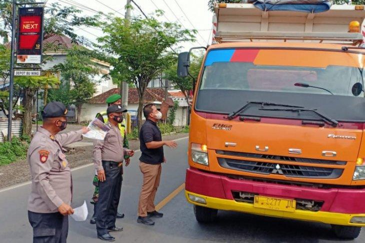 Polisi Gresik sita 6.938 identitas warga yang melanggar PPKM
