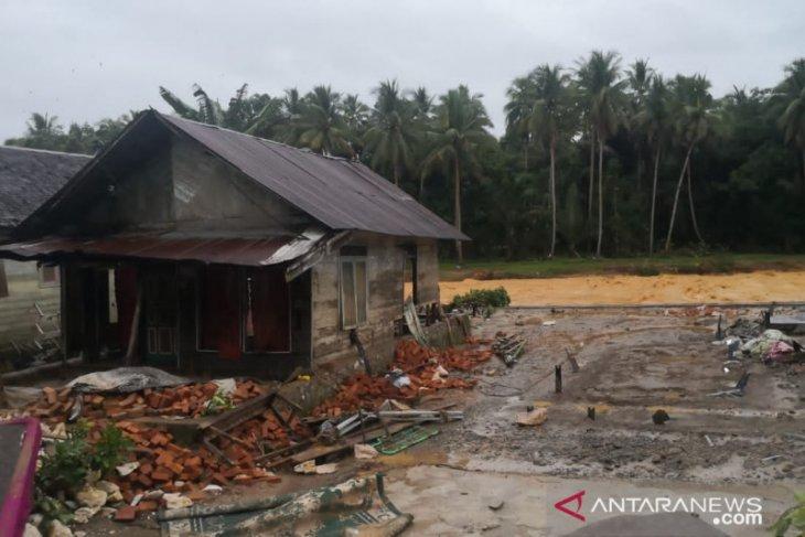 Banjir HST: Lima mayat ditemukan dan banyak rumah hancur di Desa Hantakan