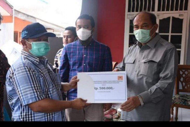 Wali Kota Tebing Tinggi serahkan bantuan kepada warga terdampak puting beliung