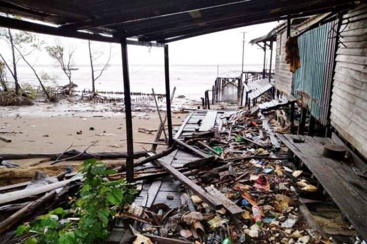 Air pasang ancam warga pesisir Pulang Pisau