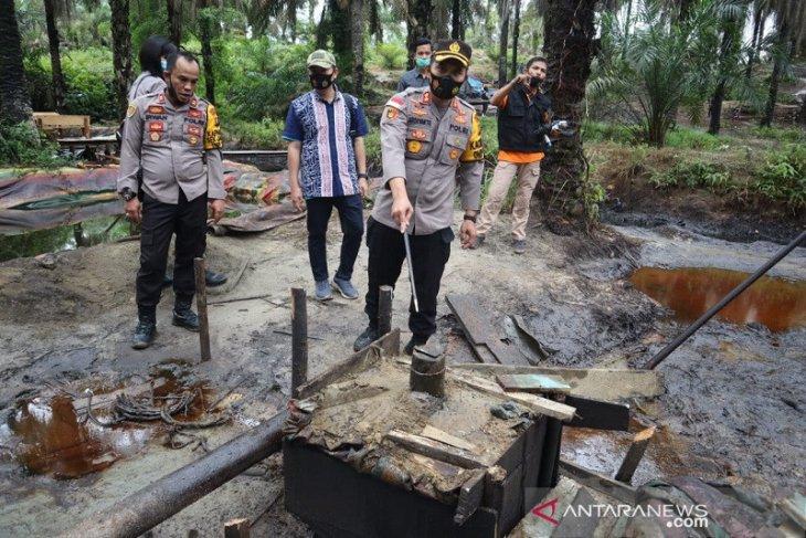 47 sumur minyak ilegal ditutup gunakan semen cor