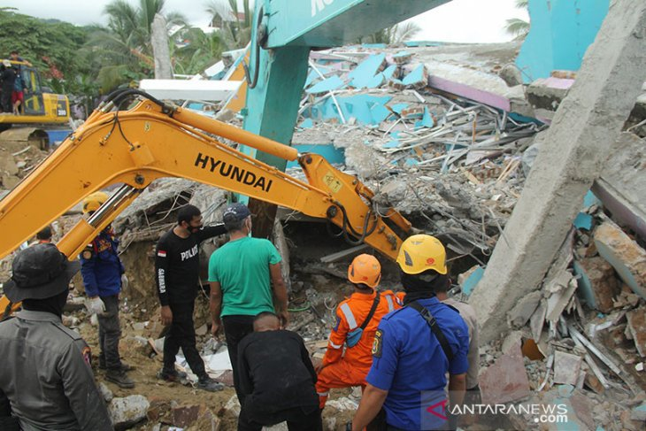 Delapan meninggal dan 637 luka akibat gempa  di Sulbar