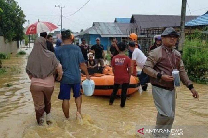 Basarnas dan Tim SAR dikerahkan untuk evakuasi warga terjebak banjir HST