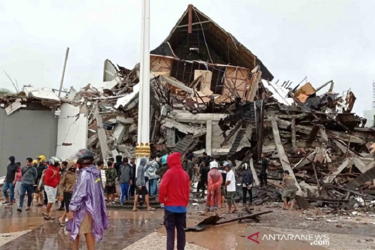 Dampak gempa bumi di Sulawesi Barat