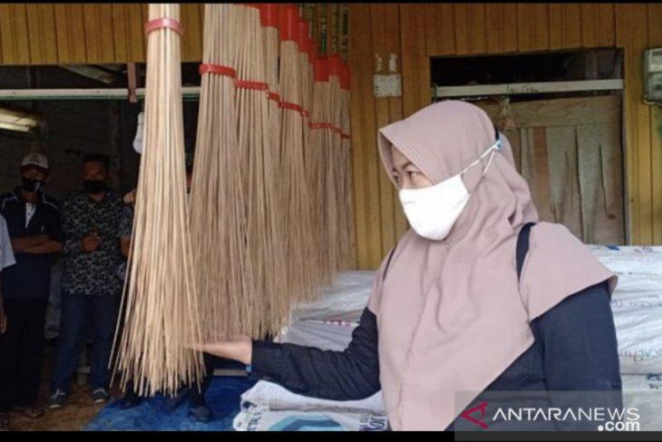 UKM di Kabupaten Kukar siap ekspor 14 ton lidi nipah ke India dan Pakistan