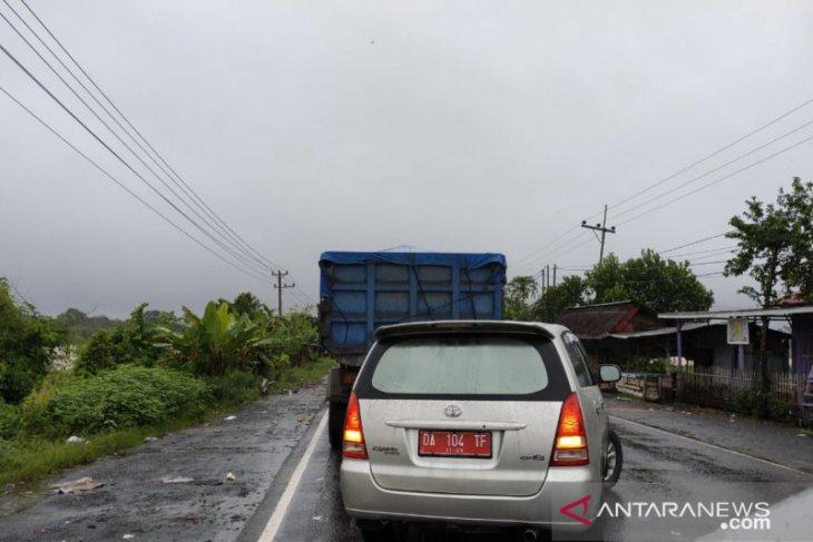 Kecepatan mobil satu kilometer/jam karena banjir