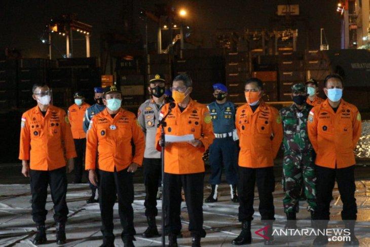 Tim SAR pencarian SJ 182 evakuasi  26 kantong jenazah