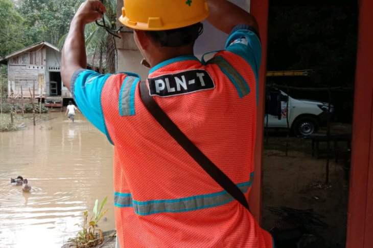 PLN amankan pasokan listrik pascabanjir di Landak dan Bengkayang