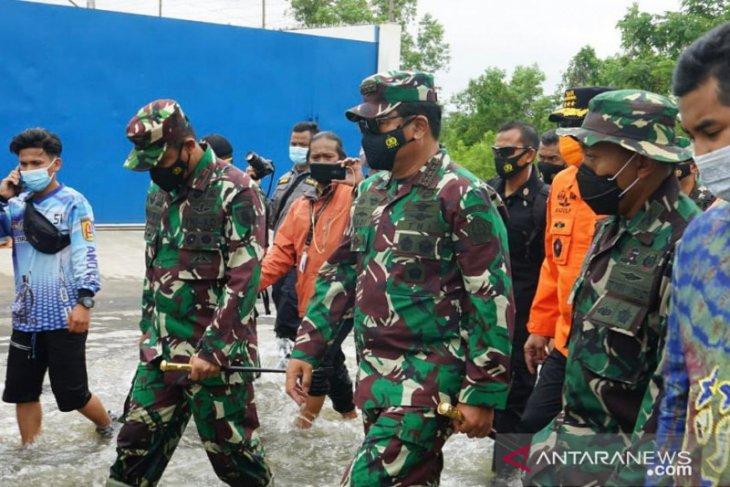 Panglima TNI tekankan pentingnya posko kesehatan dan dapur umum