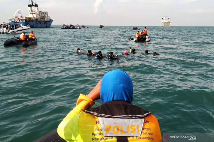 Penyelam Polri fokus pencarian pada korban Sriwijaya Air SJ-182