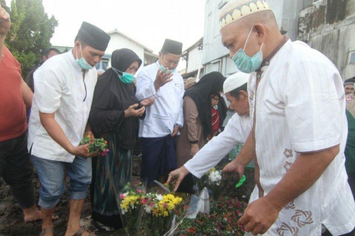 Iksan Adlan Hakim korban Sriwijaya pertama dimakamkan di Pontianak