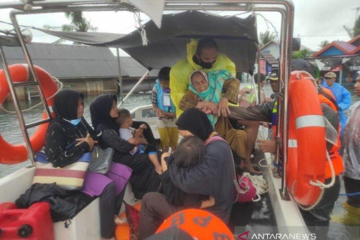 Dua kecamatan di Tanah Laut seakan hilang terendam banjir