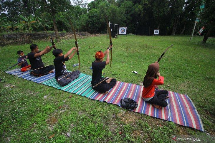 Latihan Panahan Tradisional Madura