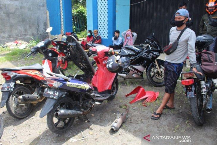 PPKM di Sukabumi, Polisi tindak puluhan pengendara motor berknalpot bising