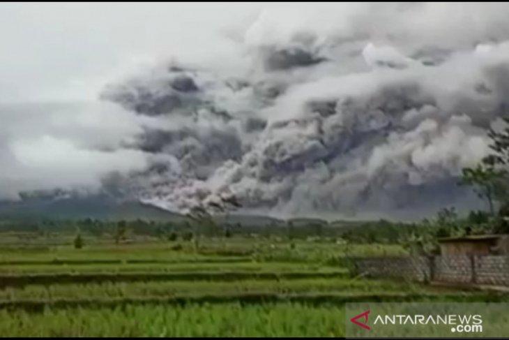 PVMBG imbau masyarakat waspadai bahaya erupsi Semeru