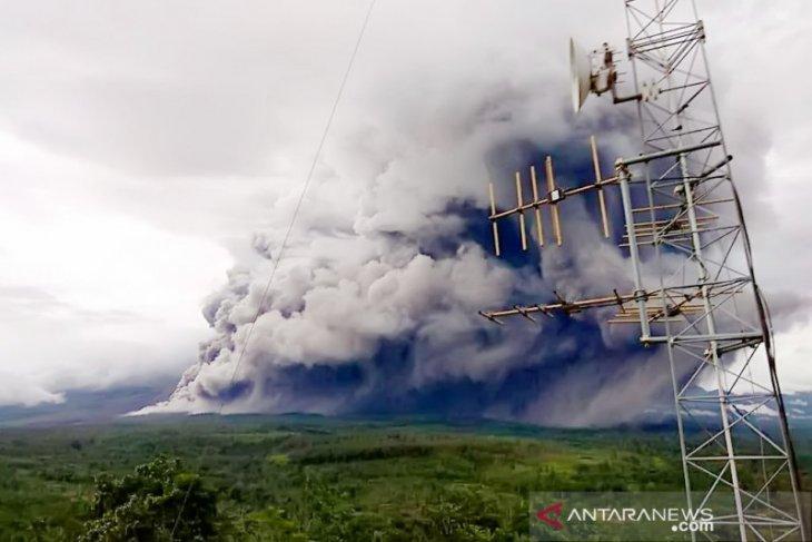 Lima kecamatan di Lumajang Jatim diguyur hujan abu vulkanik Gunung Semeru