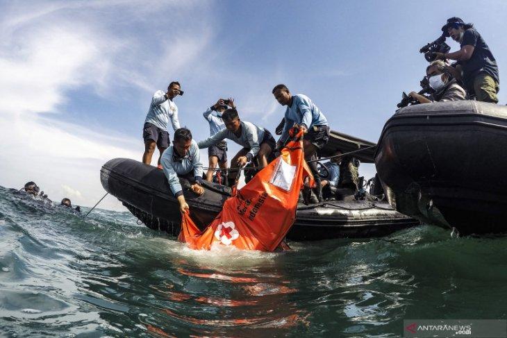 Tim SAR pencarian Sriwijaya SJ-182 evakuasi 26 kantong jenazah