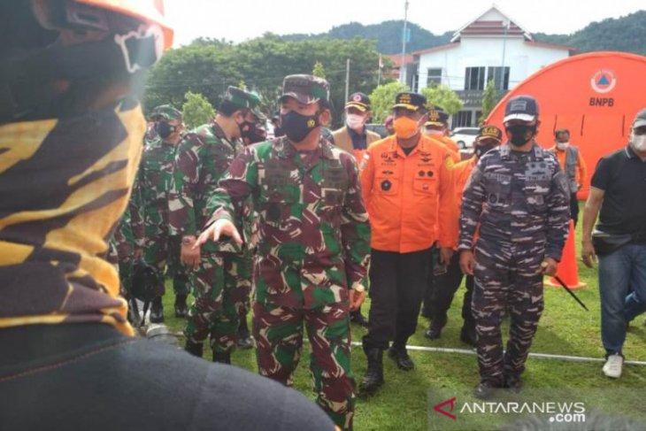 KRI Soeharso bantu korban gempa di Mamuju, Panglima TNI perintahkan langsung