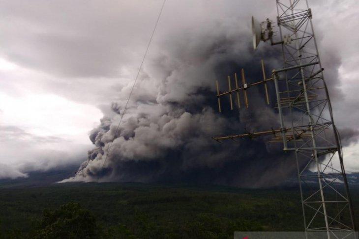 Ada guguran awan panas, status Gunung Semeru masih waspada