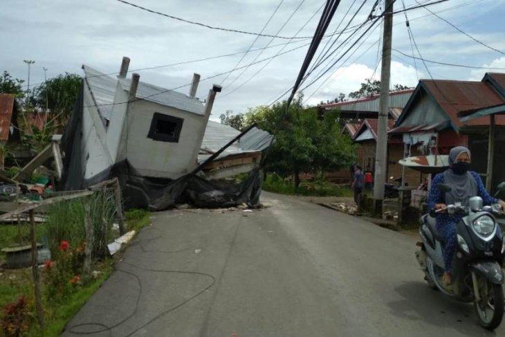 Pencarian  korban terjebak reruntuhan gempa Mamuju terus dilakukan