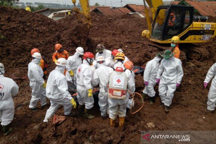 32 orang ditemukan tewas akibat tanah longsor Sumedang