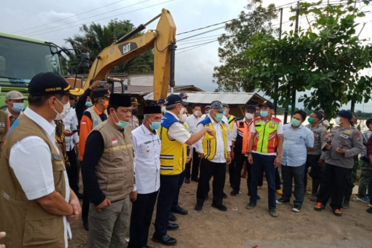 PUPR Minister observes, South Kalimantan's bridge cut off again
