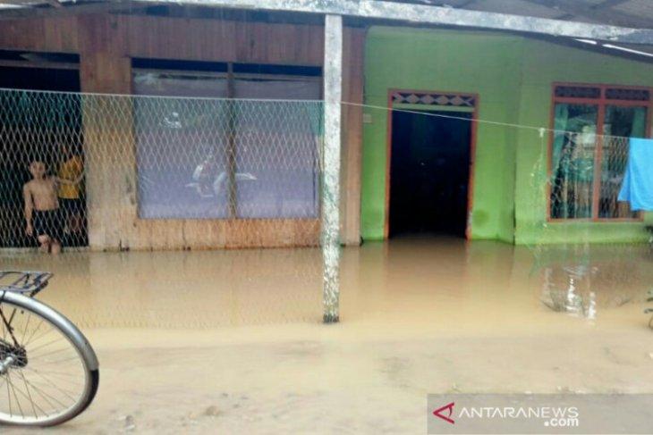 Amuntai mulai terendam banjir