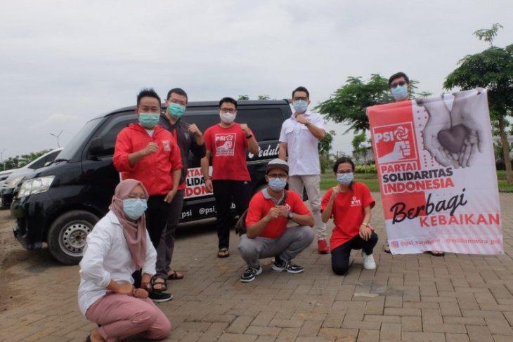 Selama PPKM, PSI Surabaya bagikan ratusan masker dan makanan secara rutin