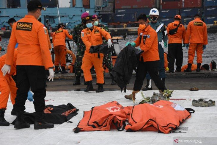 Basarnas kumpulkan 308 kantong jenazah dan pelindung CVR