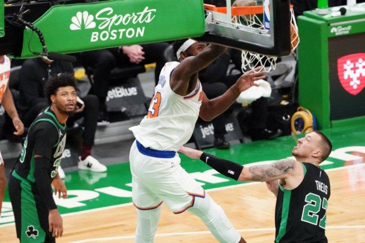 New York  Knicks gasak Celtics dengan selisih besar 105-75