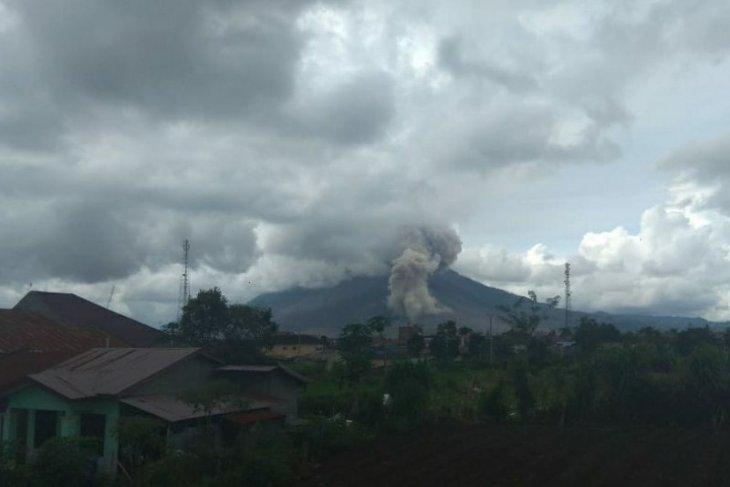 BPBD Karo: Gunung  Sinabung erupsi, tinggi kolom abu tidak teramati