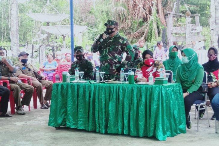 Danrem 121/ABW serahkan bantuan korban kebakaran Rumah Betang Sayut