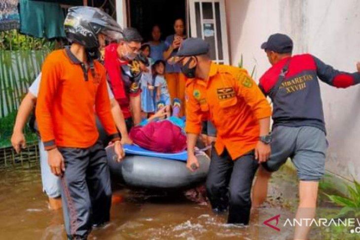 PT Pupuk Kaltim sumbang warga terdampak banjir Kalsel