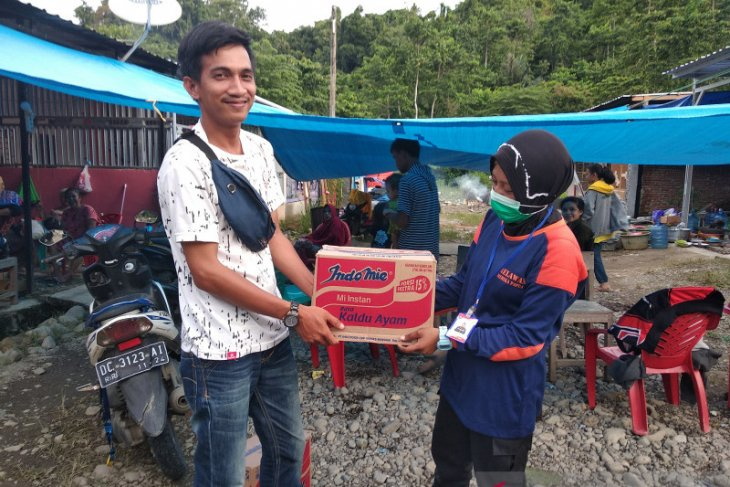 Papuan volunteers distribute relief to West Sulawesi quake victims