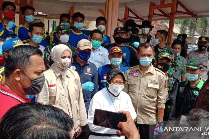 Tinjau banjir Jember, Mensos Risma minta pemerintah daerah siapkan cadangan logistik
